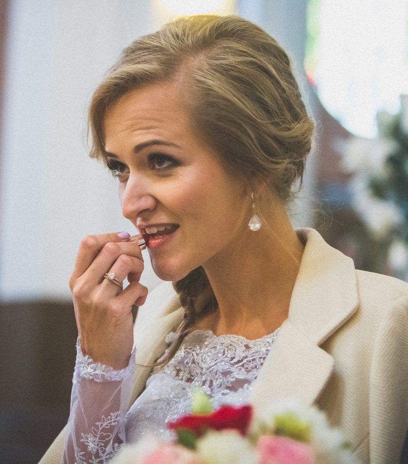 140 MG 7983 800x908 - Idealna Panna Młoda, czyli jak dobrze wychodzić na zdjęciach ślubnych